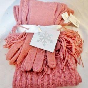 NWT Womens NEW YORK & COMPANY Scarf Hat Glove Set